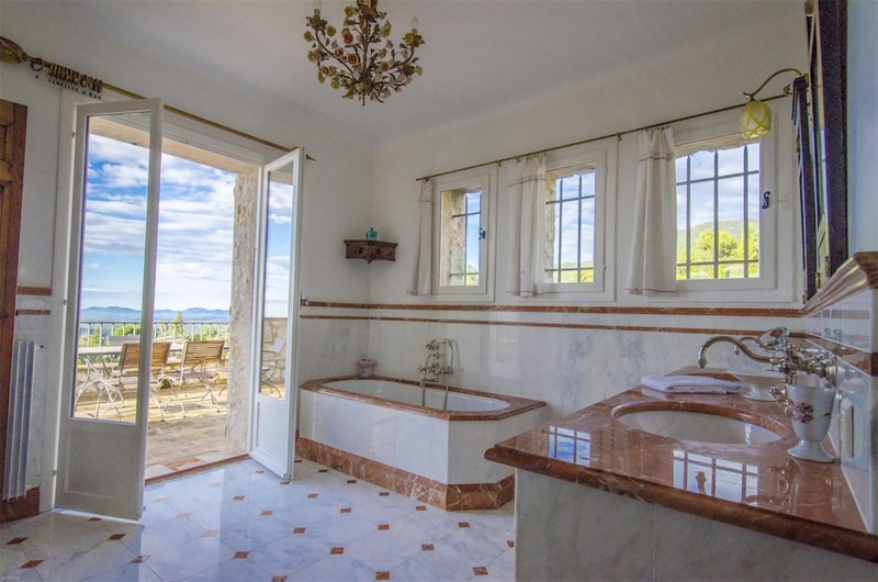 Nice Luxury Rental Villa Nigritelle Bathroom