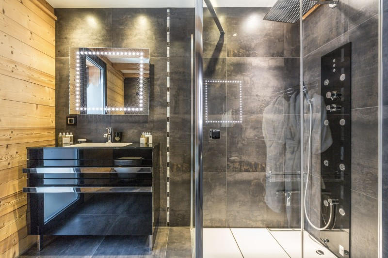 penguin-bathroom-3-9469
