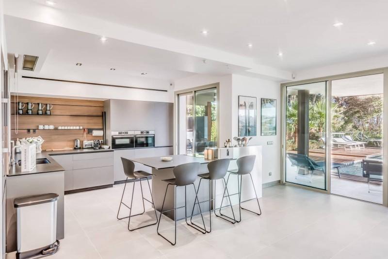 Saint Tropez Luxury Rental Villa Saxifrage Kitchen