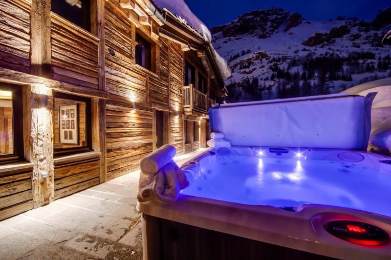 Val d'Isère Luxury Rental Appartment Aramias Jacuzzi 2