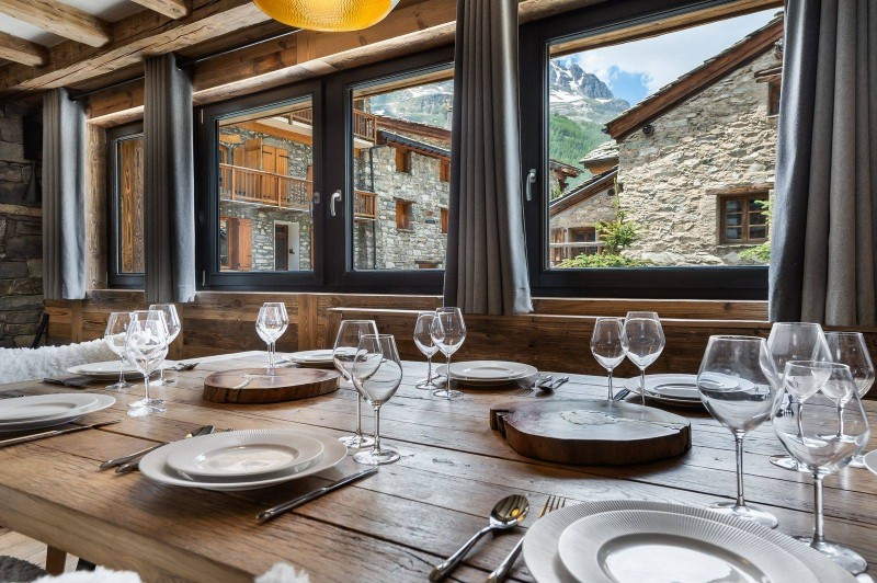 Val d'Isère Luxury Rental Appartment Tapiza Dining Area 2