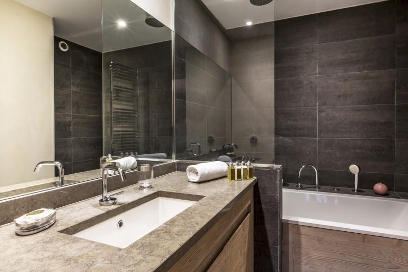 Val d'Isère Luxury Rental Apartment Vadakite Bathroom 2