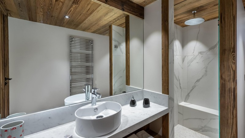Val d'Isère Location Appartement Luxe Varmate Douche2