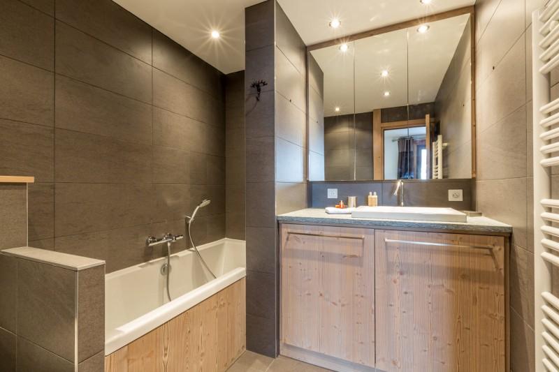 Val d'Isère Luxury Rental Apartment Vaselate Bathroom 2