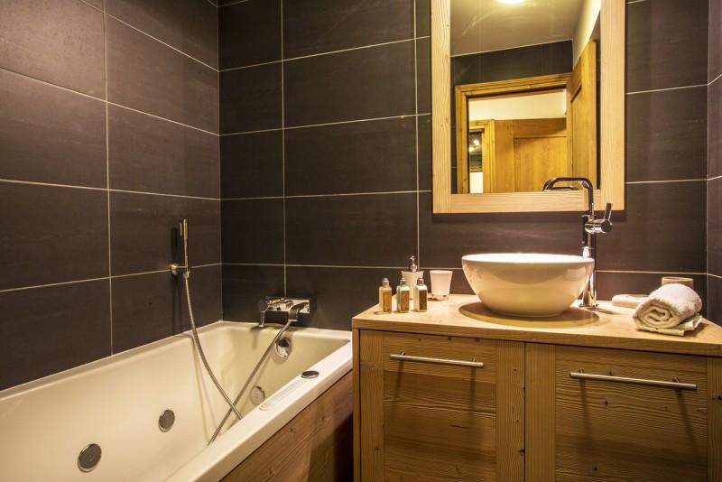 Val d'Isère Luxury Rental Apartment Vaselote Bathroom