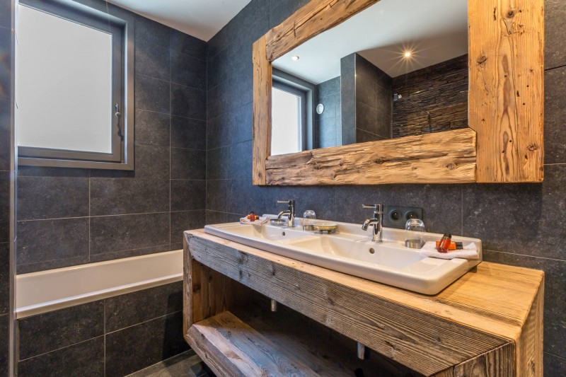 Val d'Isère Luxury Rental Apartment Vaxite Bathroom 2