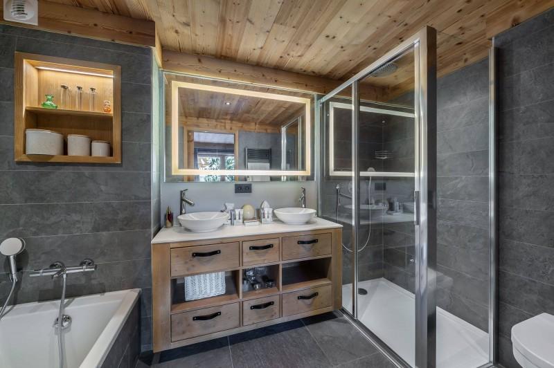Val d'Isère Luxury Rental Appartment Virlonte Bathroom 2