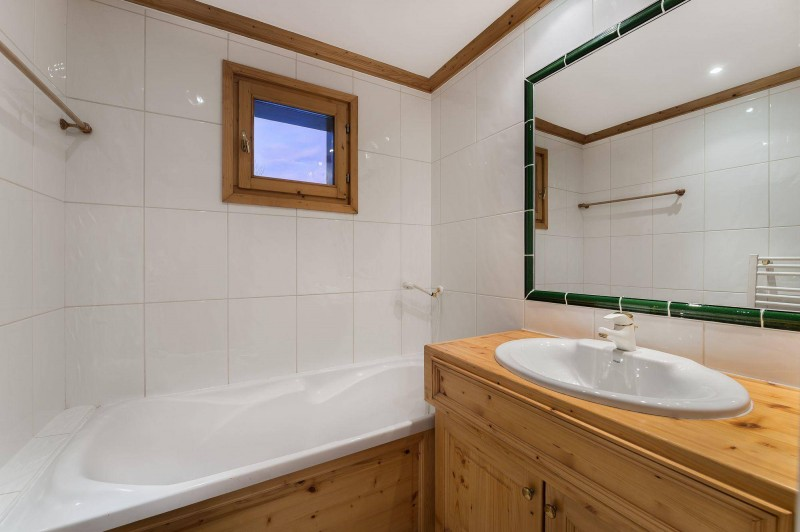 Val d'Isère Luxury Rental Appartment Vitolan Bathroom