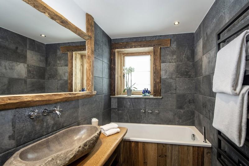 Val D'Isère Luxury Rental Chalet Umbate Bathroom 2