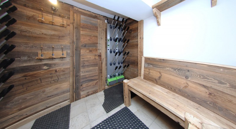 Val d'Isère Location Chalet Luxe Vabanite Local A Ski