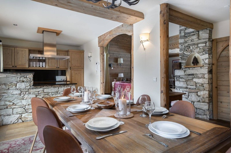 Val d'Isère Location Chalet Luxe Vabodia Salle A Manger 2