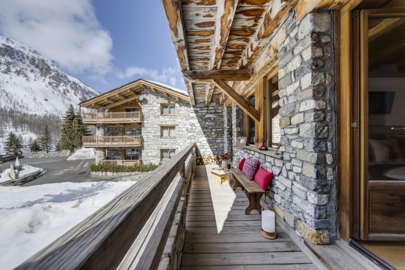 Val D'Isère Luxury Rental Chalet Vonsanite  Bedroom Balcony