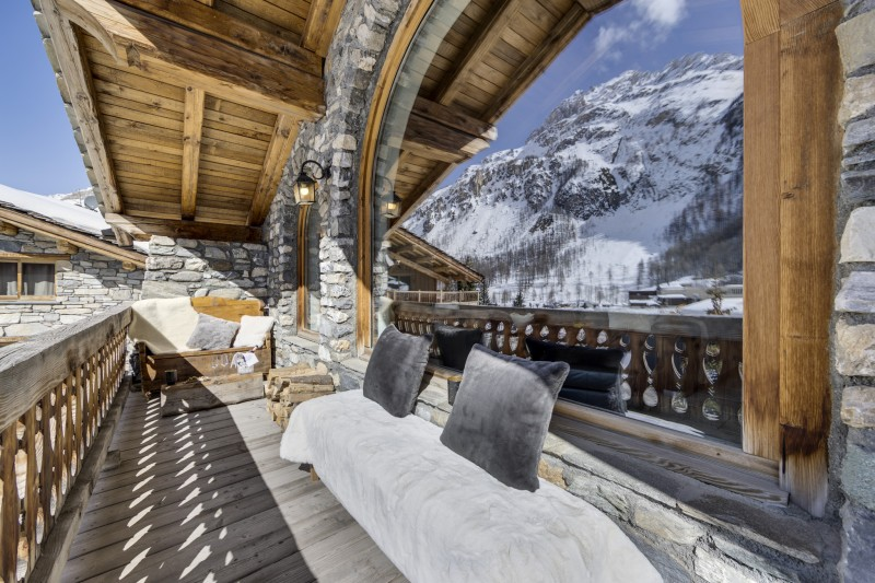 Val D'Isère Luxury Rental Chalet Vonsanite  Living Room Balcony