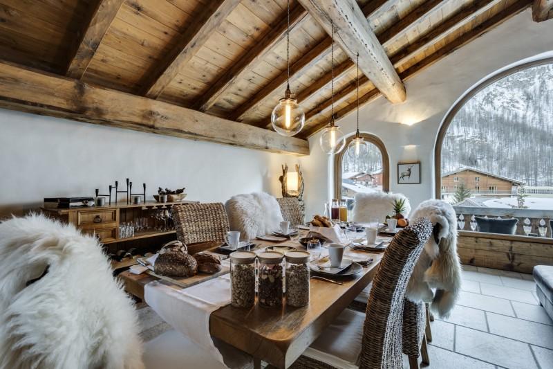 Val D'Isère Luxury Rental Chalet Vonsanite Dining Room