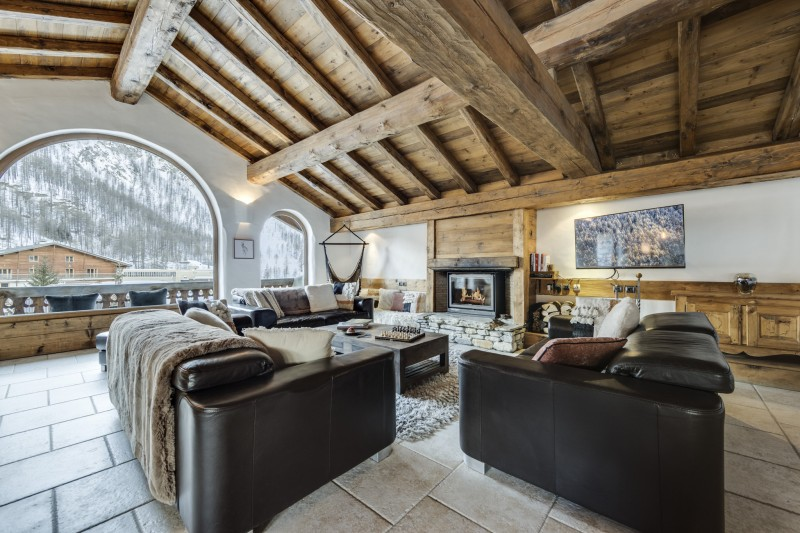 Val D'Isère Luxury Rental Chalet Vonsanite Living Room 2