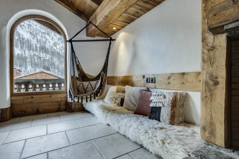 Val D'Isère Luxury Rental Chalet Vonsanite Living Room