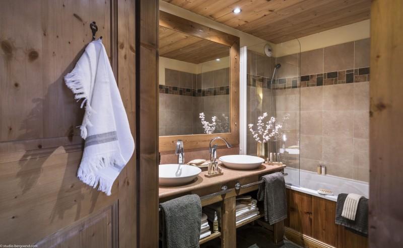 Val Thorens Rental Appartment Luxury Volcinite Bathroom